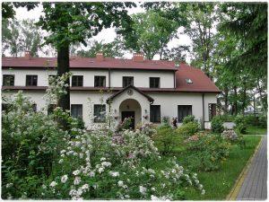 Wejście do Domu Rekolekcyjnego w Laskach