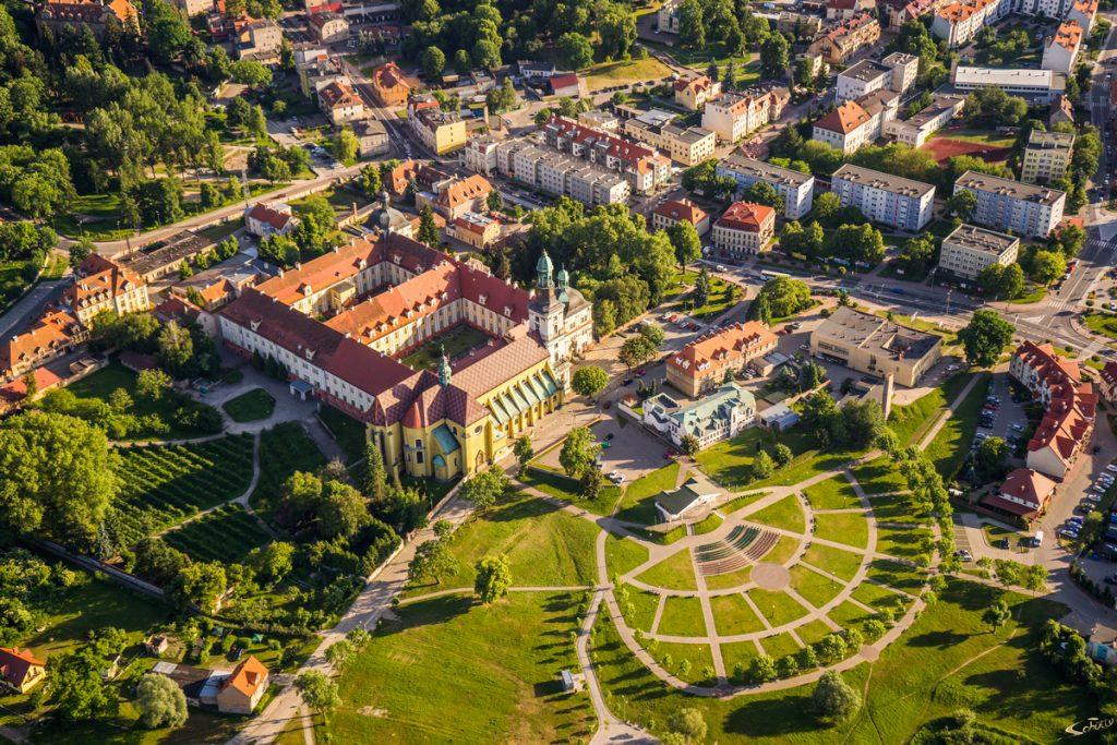 Widok z lotu ptaka na Sanktuarium św. Jadwigi Śląskiej w Trzebnicy